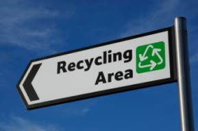 Picture of a sign showing the way to the recycling centre